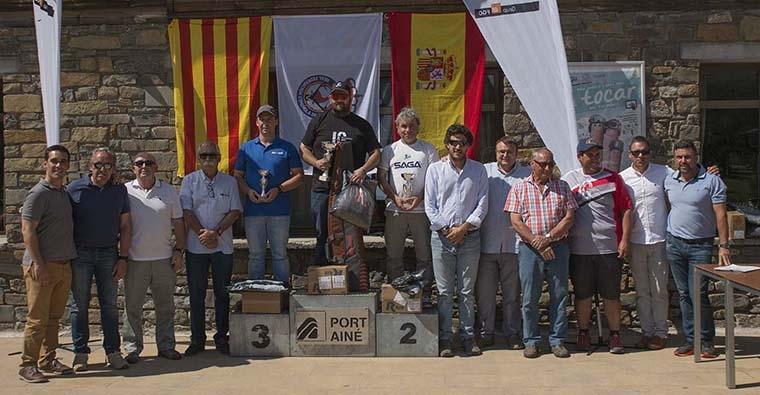 <h2 class='tahoma bold texto20 c_c0202e'><a href='http://www.frdcaza.org/noticia/108/Campeonato-Espaa-Compak-Sporting' class='c_c0202e'>Campeonato de España de Compak Sporting</a></h2><p class='tahoma c_454545 texto12 margin0'>Tomamos el arma que usaremos en el Compak y nos aseguramos de llevar el chaleco de tiro, las camisetas, gorra y pantalones que representan el colorido de nuestra imagen.</p><a href='http://www.frdcaza.org/noticia/108/Campeonato-Espaa-Compak-Sporting' class='tahoma c_454545 texto12'>Seguir leyendo></a>