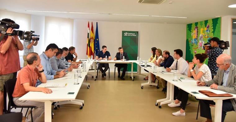 <h2 class='tahoma bold texto20 c_c0202e'><a href='http://www.frdcaza.org/noticia/119/Comision-Intersectorial-Ejercicio-Fisico-Deporte-Rioja' class='c_c0202e'>Comisión Intersectorial del Ejercicio Físico y del Deporte de La Rioja.</a></h2><p class='tahoma c_454545 texto12 margin0'>El día 17 de julio, el consejero Conrado Escobar, presento la constitución de la Comisión Intersectorial del Ejercicio Físico y del Deporte como un órgano que servirá como...</p><a href='http://www.frdcaza.org/noticia/119/Comision-Intersectorial-Ejercicio-Fisico-Deporte-Rioja' class='tahoma c_454545 texto12'>Seguir leyendo></a>