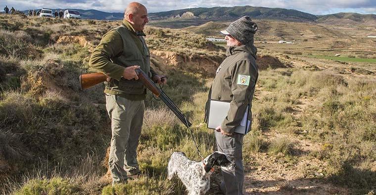 <h2 class='tahoma bold texto20 c_c0202e'><a href='http://www.frdcaza.org/noticia/171/I-Curso-Monitor-Adiestrador-Perros-Caza-Nivel-1' class='c_c0202e'>I Curso de Monitor-Adiestrador de Perros de Caza Nivel 1</a></h2><p class='tahoma c_454545 texto12 margin0'>La Real Federación Española de Caza pone en marcha el primer curso de monitor-adiestrados de perros que se pretende realizar en la Escuela de Caza de la RFEC en Castillejo de Robledo (Soria).</p><a href='http://www.frdcaza.org/noticia/171/I-Curso-Monitor-Adiestrador-Perros-Caza-Nivel-1' class='tahoma c_454545 texto12'>Seguir leyendo></a>