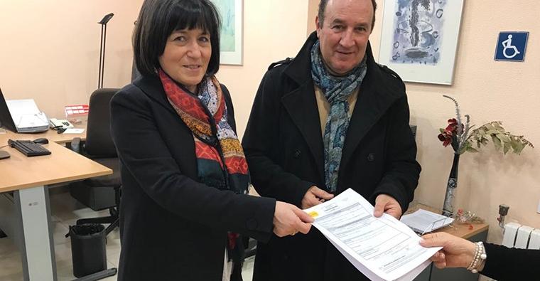 <h2 class='tahoma bold texto20 c_c0202e'><a href='http://www.frdcaza.org/noticia/182/--caza-' class='c_c0202e'>- Sí a la caza -</a></h2><p class='tahoma c_454545 texto12 margin0'>Ya está presentada en la Delegación de Gobierno de La Rioja, la solicitud de concentración para el día 15 de abril con el lema: Sí a la caza</p><a href='http://www.frdcaza.org/noticia/182/--caza-' class='tahoma c_454545 texto12'>Seguir leyendo></a>