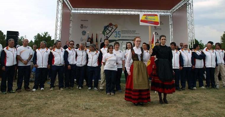 <h2 class='tahoma bold texto20 c_c0202e'><a href='http://www.frdcaza.org/noticia/184/Seguro-responsabilidad-voluntaria-mas-600000' class='c_c0202e'>Seguro de responsabilidad voluntaria de más de 600.000 €</a></h2><p class='tahoma c_454545 texto12 margin0'>La Federación Riojana de Caza, siguiendo directrices de la R.F.E.C., solicitará en todas las pruebas deportivas que dependan de esta Federación un seguro de responsabilidad voluntaria de más de 600.000 €.</p><a href='http://www.frdcaza.org/noticia/184/Seguro-responsabilidad-voluntaria-mas-600000' class='tahoma c_454545 texto12'>Seguir leyendo></a>
