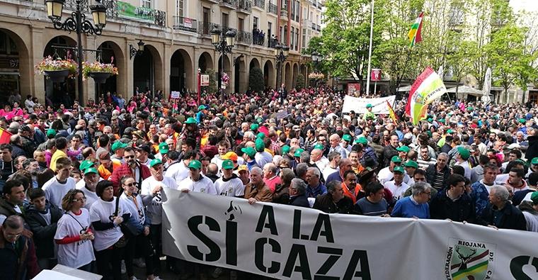 <h2 class='tahoma bold texto20 c_c0202e'><a href='http://www.frdcaza.org/noticia/193/Convocatoria-cazadores' class='c_c0202e'>Convocatoria a los cazadores</a></h2><p class='tahoma c_454545 texto12 margin0'>De La Rioja baja, La Rioja alta, centro y Cameros, masivamente acudían el domingo día 15 de abril a la llamada de la Federación Riojana de Caza. </p><a href='http://www.frdcaza.org/noticia/193/Convocatoria-cazadores' class='tahoma c_454545 texto12'>Seguir leyendo></a>