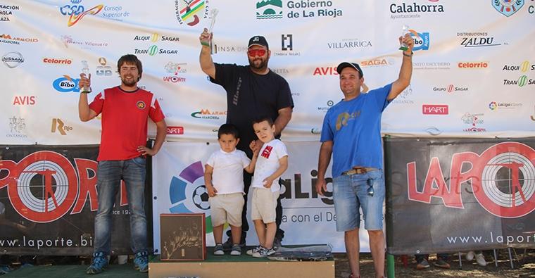 <h2 class='tahoma bold texto20 c_c0202e'><a href='http://www.frdcaza.org/noticia/213/XXI-Campeonato-Espaa-Compak-Sporting-Calahorra' class='c_c0202e'>XXI Campeonato de España de Compak Sporting (Calahorra)</a></h2><p class='tahoma c_454545 texto12 margin0'>Juan Navarro Asín se proclamó vencedor del XXI Cto de España de Compak Sporting en Línea con un total de 193 platos sobre 200, en una prueba que se llevó a cabo en el Campo de Tiro de Valfondillo, en la localidad riojana de Calahorra.</p><a href='http://www.frdcaza.org/noticia/213/XXI-Campeonato-Espaa-Compak-Sporting-Calahorra' class='tahoma c_454545 texto12'>Seguir leyendo></a>