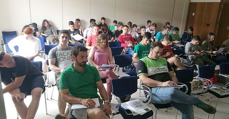 <h2 class='tahoma bold texto20 c_c0202e'><a href='http://www.frdcaza.org/noticia/216/Examen-cazador' class='c_c0202e'>Examen del cazador</a></h2><p class='tahoma c_454545 texto12 margin0'>Desde hace varios años, la Federación Riojana de Caza, viene impartiendo cursos entre los jóvenes que quieran incorporarse al mundo cinegético.</p><a href='http://www.frdcaza.org/noticia/216/Examen-cazador' class='tahoma c_454545 texto12'>Seguir leyendo></a>