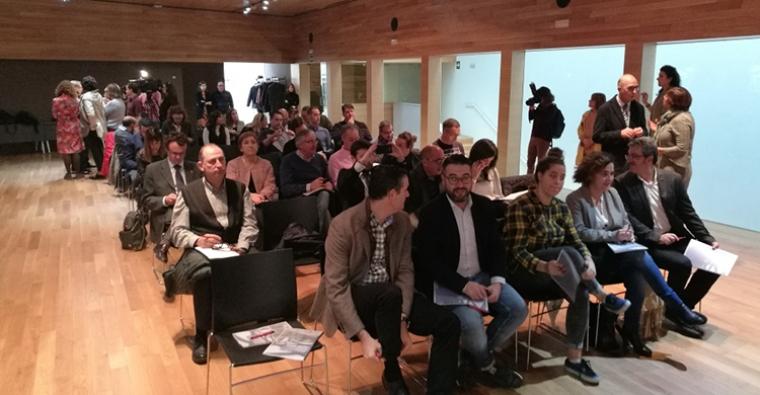 <h2 class='tahoma bold texto20 c_c0202e'><a href='http://www.frdcaza.org/noticia/241/Plan-Turismo-Logroo' class='c_c0202e'>Plan de Turismo de Logroño</a></h2><p class='tahoma c_454545 texto12 margin0'>Hoy, día 16 de noviembre, hemos asistido a una reunión promovida por el Ayuntamiento de Logroño en torno a un Plan de Turismo de Reuniones y Deportivo de Logroño.</p><a href='http://www.frdcaza.org/noticia/241/Plan-Turismo-Logroo' class='tahoma c_454545 texto12'>Seguir leyendo></a>