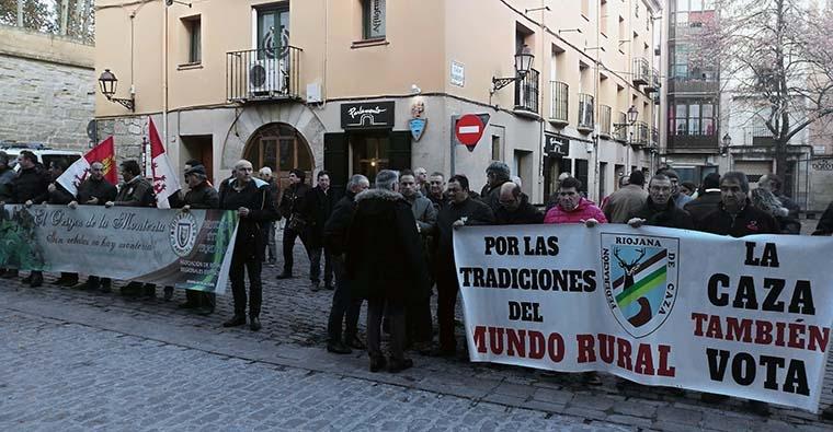 <h2 class='tahoma bold texto20 c_c0202e'><a href='http://www.frdcaza.org/noticia/244/ILP-de-proteccion-animal' class='c_c0202e'>ILP de protección animal</a></h2><p class='tahoma c_454545 texto12 margin0'>16 votos a favor (PSOE, Cds, Podemos) y 15 votos en contra (PP). La ILP ha sido aprobada con los votos a favor de PSOE, Ciudadanos y Podemos y el voto en contra del PP.</p><a href='http://www.frdcaza.org/noticia/244/ILP-de-proteccion-animal' class='tahoma c_454545 texto12'>Seguir leyendo></a>