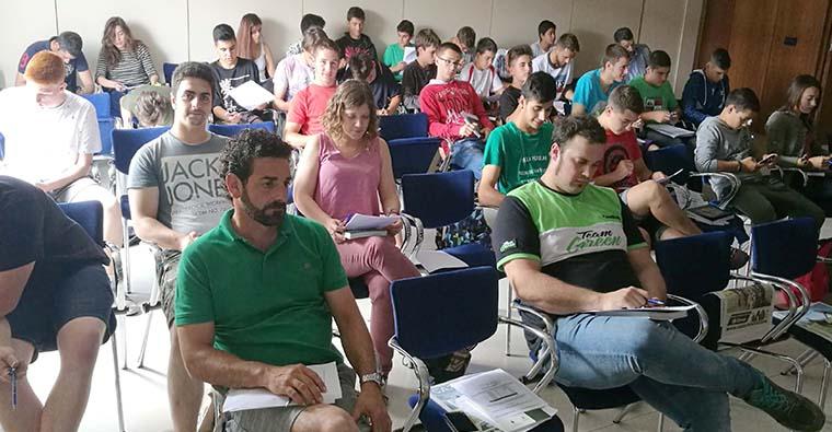 <h2 class='tahoma bold texto20 c_c0202e'><a href='http://www.frdcaza.org/noticia/326/CURSO-PARA-LA-OBTENCIoN-DE-LICENCIA-DE-CAZA' class='c_c0202e'>CURSO PARA LA OBTENCIÓN DE LICENCIA DE CAZA</a></h2><p class='tahoma c_454545 texto12 margin0'>La Federación Riojana de Caza realizará un curso dirigido a todos los interesados en la obtención de la Licencia de caza con vigor en La Rioja.</p><a href='http://www.frdcaza.org/noticia/326/CURSO-PARA-LA-OBTENCIoN-DE-LICENCIA-DE-CAZA' class='tahoma c_454545 texto12'>Seguir leyendo></a>