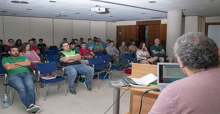 <h2 class='tahoma bold texto20 c_c0202e'><a href='https://www.frdcaza.org/noticia/376/PRUEBAS-PARA-OBTENER-LICENCIA-DE-CAZA' class='c_c0202e'>PRUEBAS PARA OBTENER LICENCIA DE CAZA</a></h2><p class='tahoma c_454545 texto12 margin0'>Las pruebas para obtener la licencia de caza se celebrarán el 31 de julio y el 28 de septiembre.</p><a href='https://www.frdcaza.org/noticia/376/PRUEBAS-PARA-OBTENER-LICENCIA-DE-CAZA' class='tahoma c_454545 texto12'>Seguir leyendo></a>