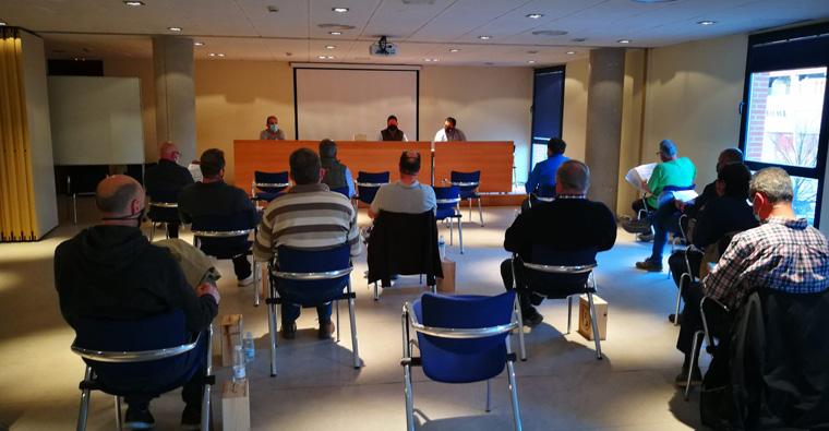 <h2 class='tahoma bold texto20 c_c0202e'><a href='https://www.frdcaza.org/noticia/458/REUNIoN-EXTRAORDINARIA-DE-LA-ASAMBLEA-GENERAL-DE-LA-FRC' class='c_c0202e'>REUNIÓN EXTRAORDINARIA DE LA ASAMBLEA GENERAL DE LA FRC</a></h2><p class='tahoma c_454545 texto12 margin0'>La Comisión Promotora de la ILP le ha informado de las últimas noticias sobre el estado de esta Iniciativa Legislativa Popular</p><a href='https://www.frdcaza.org/noticia/458/REUNIoN-EXTRAORDINARIA-DE-LA-ASAMBLEA-GENERAL-DE-LA-FRC' class='tahoma c_454545 texto12'>Seguir leyendo></a>