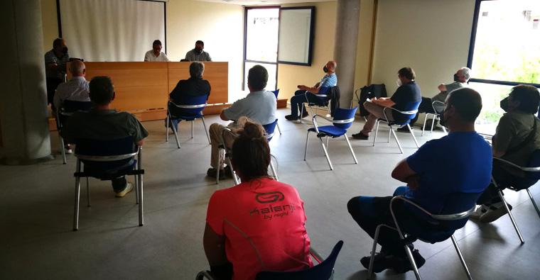 <h2 class='tahoma bold texto20 c_c0202e'><a href='https://www.frdcaza.org/noticia/470/EL-PARLAMENTO-ADMITE-A-TRaMITE-EL-ANTEPROYECTO-DE-LEY-DE-CAZA-DEL-GOBIERNO-DE-LA-RIOJA' class='c_c0202e'>EL PARLAMENTO ADMITE A TRÁMITE EL ANTEPROYECTO DE LEY DE CAZA DEL GOBIERNO DE LA RIOJA</a></h2><p class='tahoma c_454545 texto12 margin0'>Desde la Federación Riojana de Caza se considera una falta de respeto, ya que no se ha trasladado a los cazadores su contenido, pese a ser una de las partes afectadas</p><a href='https://www.frdcaza.org/noticia/470/EL-PARLAMENTO-ADMITE-A-TRaMITE-EL-ANTEPROYECTO-DE-LEY-DE-CAZA-DEL-GOBIERNO-DE-LA-RIOJA' class='tahoma c_454545 texto12'>Seguir leyendo></a>