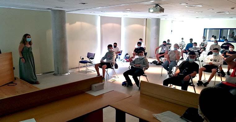 <h2 class='tahoma bold texto20 c_c0202e'><a href='https://www.frdcaza.org/noticia/484/CURSOS-DE-FORMACIoN-PARA-NUEVOS-CAZADORES' class='c_c0202e'>CURSOS DE FORMACIÓN PARA NUEVOS CAZADORES</a></h2><p class='tahoma c_454545 texto12 margin0'>La Federación Riojana de Caza realiza dos cursos de forma totalmente gratuita; el primero se impartirá del 1 al 4 de julio</p><a href='https://www.frdcaza.org/noticia/484/CURSOS-DE-FORMACIoN-PARA-NUEVOS-CAZADORES' class='tahoma c_454545 texto12'>Seguir leyendo></a>