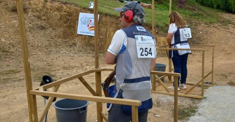 <h2 class='tahoma bold texto20 c_c0202e'><a href='https://www.frdcaza.org/noticia/499/DIEGO-MARTiNEZ-LOGRA-EL-SUBCAMPEONATO-DE-ESPAnA-DE-COMPAK-SPORTING' class='c_c0202e'>DIEGO MARTÍNEZ LOGRA EL SUBCAMPEONATO DE ESPAÑA DE COMPAK SPORTING</a></h2><p class='tahoma c_454545 texto12 margin0'>El valenciano Cristóbal Jiménez, con 193 platos, se proclama campeón en la prueba disputada en A Coruña</p><a href='https://www.frdcaza.org/noticia/499/DIEGO-MARTiNEZ-LOGRA-EL-SUBCAMPEONATO-DE-ESPAnA-DE-COMPAK-SPORTING' class='tahoma c_454545 texto12'>Seguir leyendo></a>