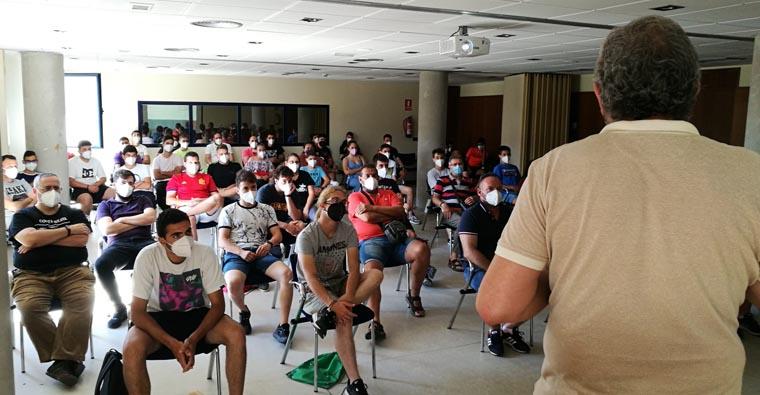 <h2 class='tahoma bold texto20 c_c0202e'><a href='https://www.frdcaza.org/noticia/506/SEGUNDO-CURSO-DE-FORMACIoN-PARA-NUEVOS-CAZADORES' class='c_c0202e'>SEGUNDO CURSO DE FORMACIÓN PARA NUEVOS CAZADORES</a></h2><p class='tahoma c_454545 texto12 margin0'>La Federación Riojana de Caza imparte hasta el domingo 19 de septiembre un nuevo curso para quienes se presenten a las pruebas para la obtención de la licencia de caza</p><a href='https://www.frdcaza.org/noticia/506/SEGUNDO-CURSO-DE-FORMACIoN-PARA-NUEVOS-CAZADORES' class='tahoma c_454545 texto12'>Seguir leyendo></a>