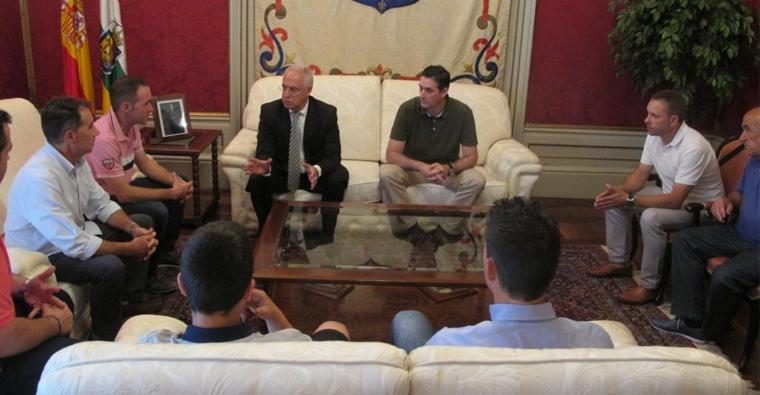 José Ignacio Ceniceros felicita a la Federación Riojana de Caza por los triunfos conseguidos recientemente